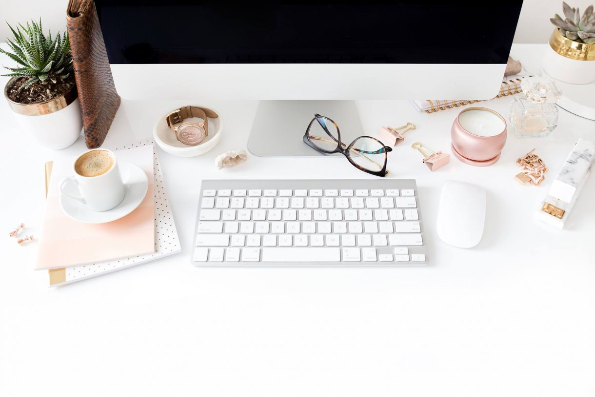 How to Start a Freelance Writing Career With a Full-Time Job